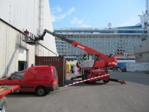 werken met manbak en valbeveiliging bij suiker terminal eemshaven (2)