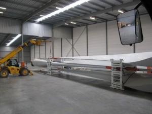windturbine wieken transport klaar maken voor italie in eemshaven samen met collega Bultena